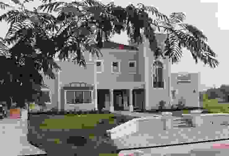 Casa clásica moderna en Martindale C.C. de Estudio Dillon Terzaghi Arquitectura - Pilar Clásico