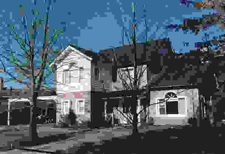 Casa clásica americana en Tortugas C.C. de Estudio Dillon Terzaghi Arquitectura - Pilar Clásico Ladrillos