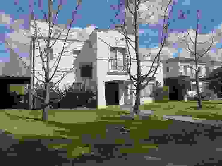 Casa colonial en Mayling C.C. Casas coloniales de Estudio Dillon Terzaghi Arquitectura - Pilar Colonial