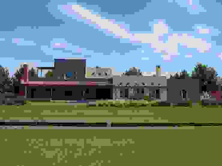 Casa moderna mejicana en Centauros C.C. de Estudio Dillon Terzaghi Arquitectura - Pilar Moderno Ladrillos