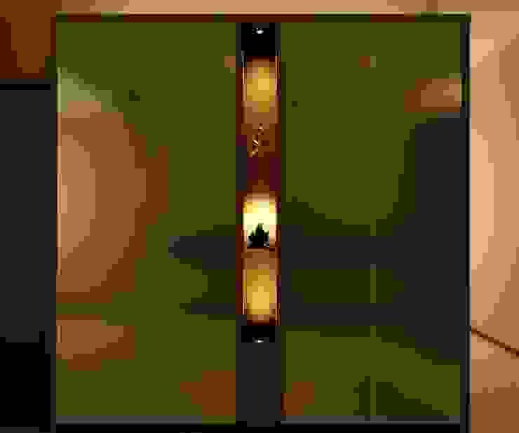 Stunning display cabinet Minimalist dining room by FINE ART LIVING PTE LTD Minimalist Plywood