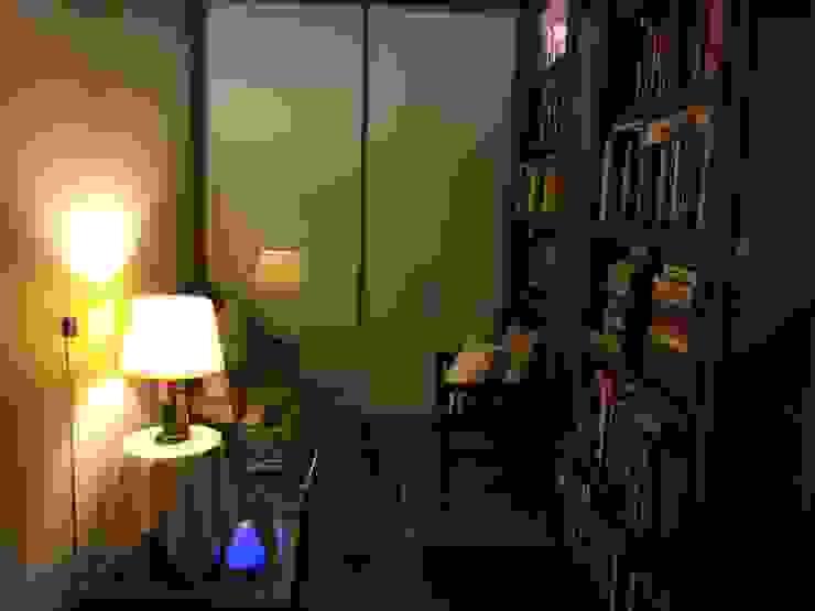 Loft Library at stairwell Modern corridor, hallway & stairs by FINE ART LIVING PTE LTD Modern Plywood