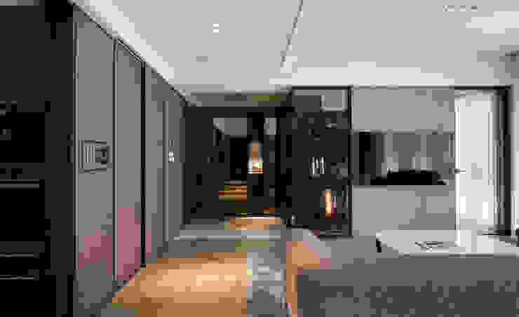 Skandynawski korytarz, przedpokój i schody od 耀昀創意設計有限公司/Alfonso Ideas Skandynawski