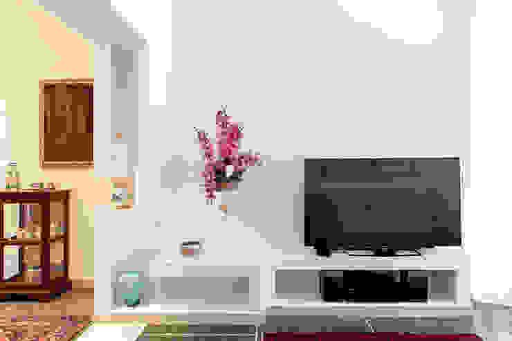 Minimalist living room by Luca Bucciantini Architettura d' interni Minimalist