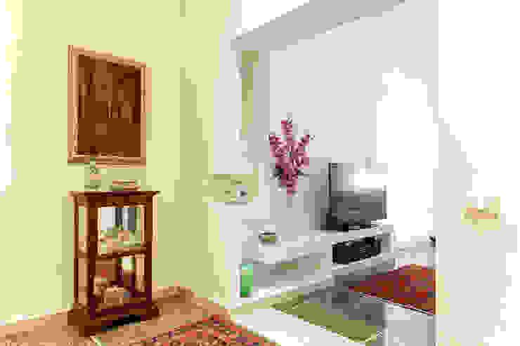 Luca Bucciantini Architettura d' interni Couloir, entrée, escaliers minimalistes Blanc