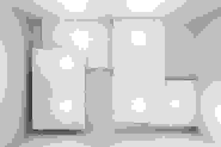 Pasillos, vestíbulos y escaleras de estilo minimalista de Luca Bucciantini Architettura d' interni Minimalista