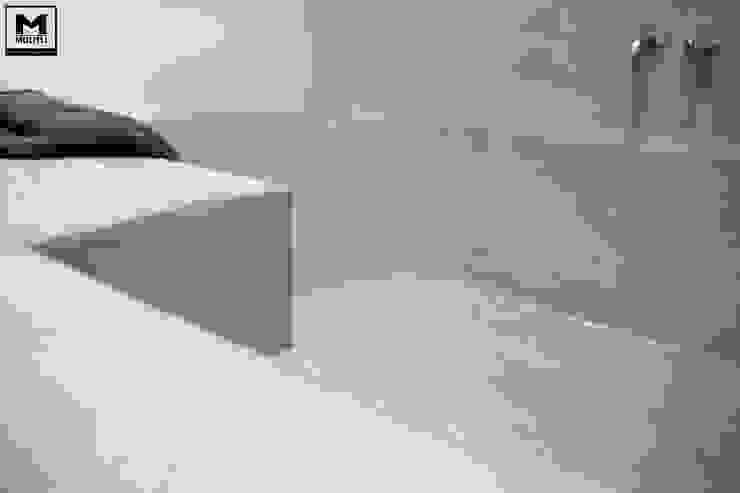 Betonstuc badkamer met verzonken bad:  Badkamer door Molitli Interieurmakers,