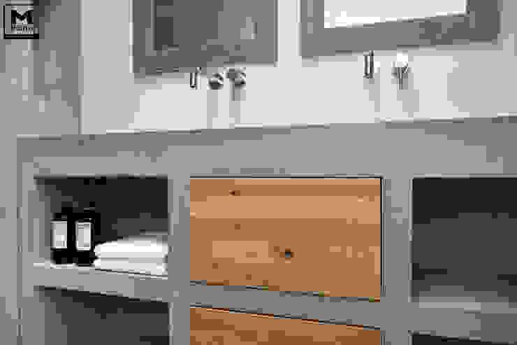 Betonstuc badkamer met verzonken bad Industriële badkamers van Molitli Interieurmakers Industrieel