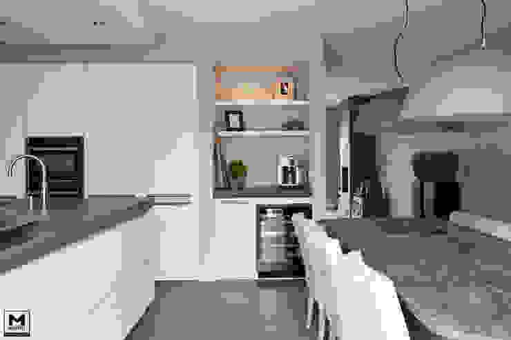 Restyling woning: Woonkamer, badkamer, keuken Scandinavische keukens van Molitli Interieurmakers Scandinavisch