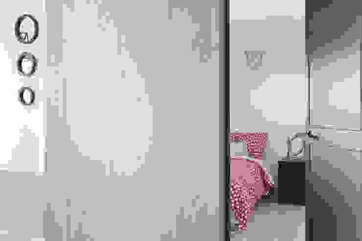 Ingresso & Corridoio in stile  di 寬宸室內設計有限公司, Minimalista