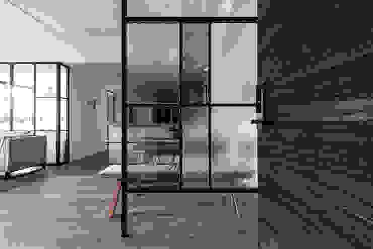 玄關 果仁室內裝修設計有限公司 工業風的玄關、走廊與階梯
