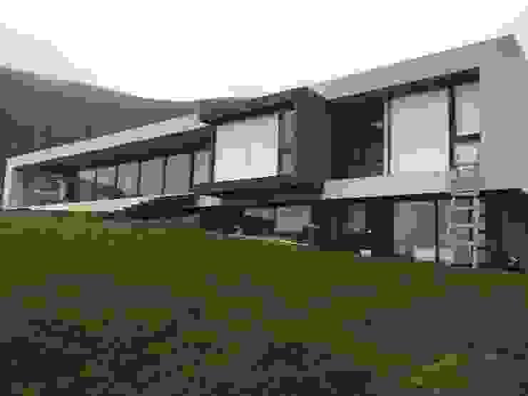 CASA RZ de KOMMER ARQUITECTOS Moderno Concreto reforzado