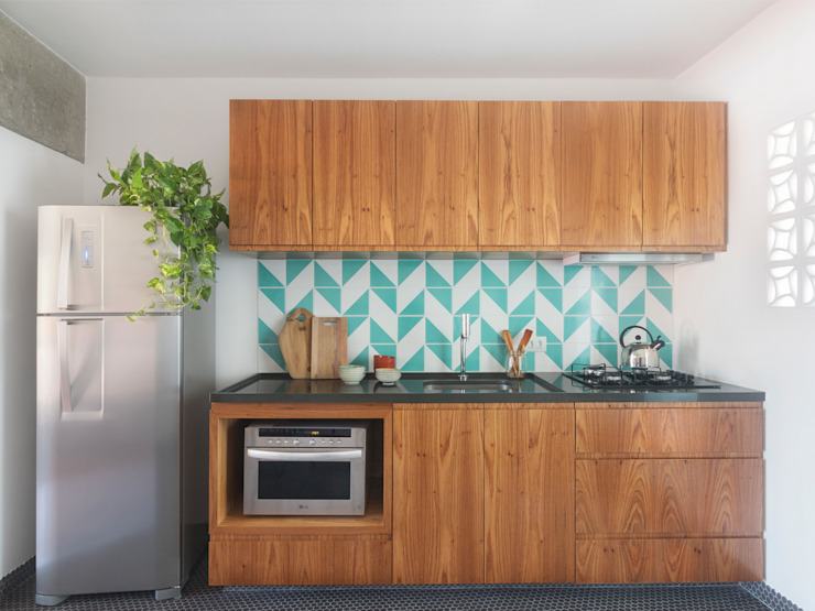 Kitchen units by INÁ Arquitetura,