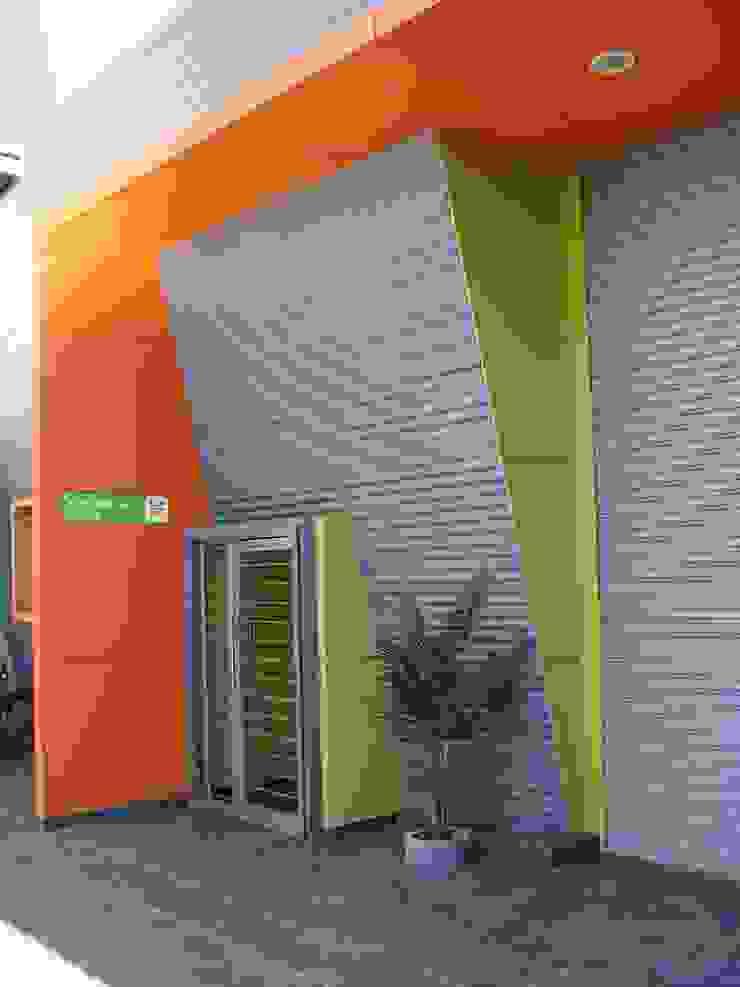 Droguería Monstserratnorte - Vista Exterior 2 Edificios de oficinas de estilo moderno de Módulo 3 arquitectura Moderno