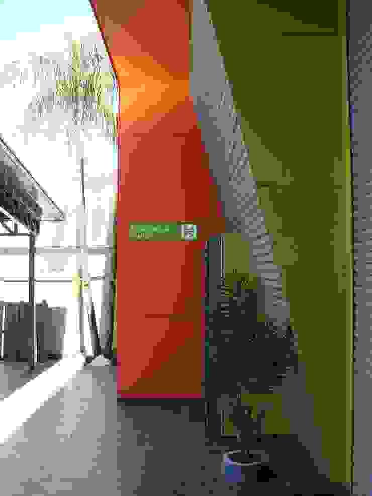 Droguería Monstserratnorte - Vista Exterior 4 Edificios de oficinas de estilo moderno de Módulo 3 arquitectura Moderno