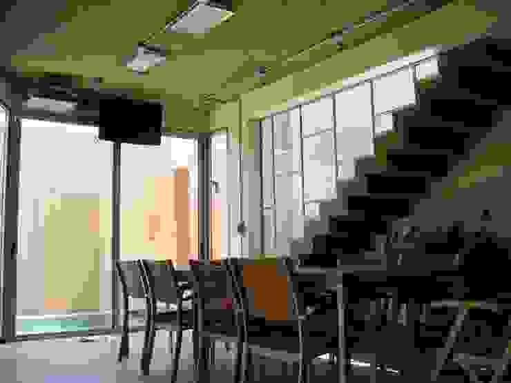 Modern dining room by Módulo 3 arquitectura Modern