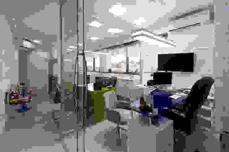 Modern style study/office by Bernal Projetos - Arquitetos em Salvador Modern