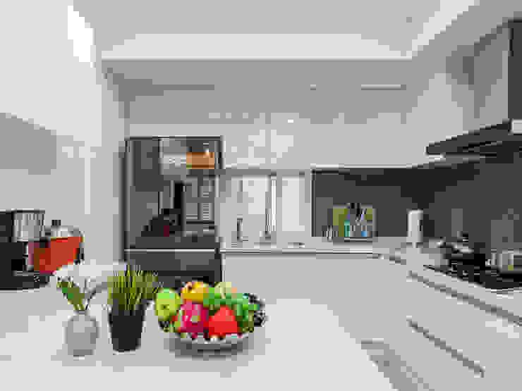 日常的溫度 木質調 現代廚房設計點子、靈感&圖片 根據 好室佳室內設計 現代風