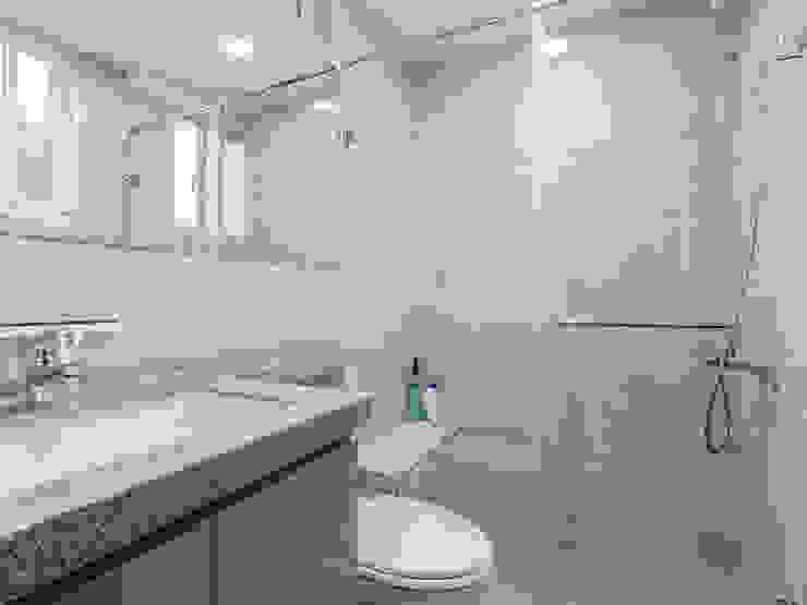 日常的溫度 木質調 現代浴室設計點子、靈感&圖片 根據 好室佳室內設計 現代風