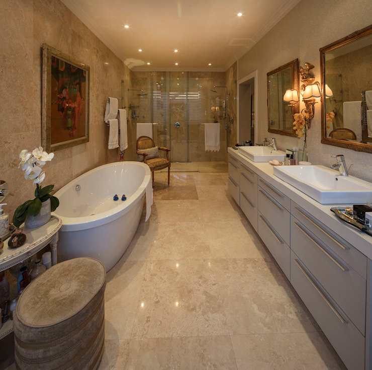 A Bathroom of Royal Splendour Classic style bathroom by Spegash Interiors Classic