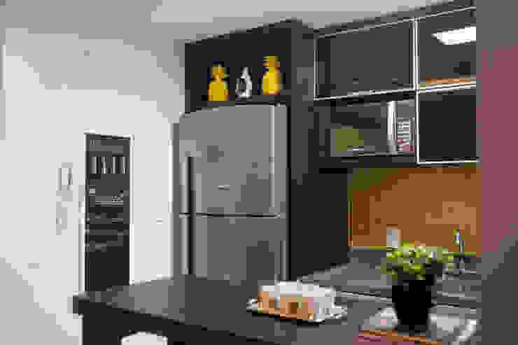 Cozinha– Novo Higienópolis II INOVA Arquitetura Armários e bancadas de cozinha