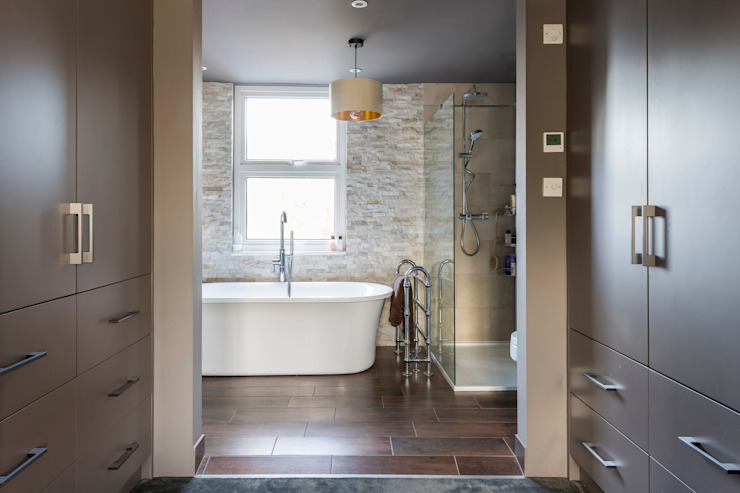 Bathroom Casas de banho modernas por Resi Architects in London Moderno