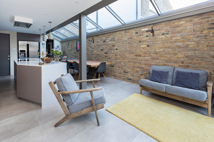 Living Space:  Living room by Resi Architects in London,