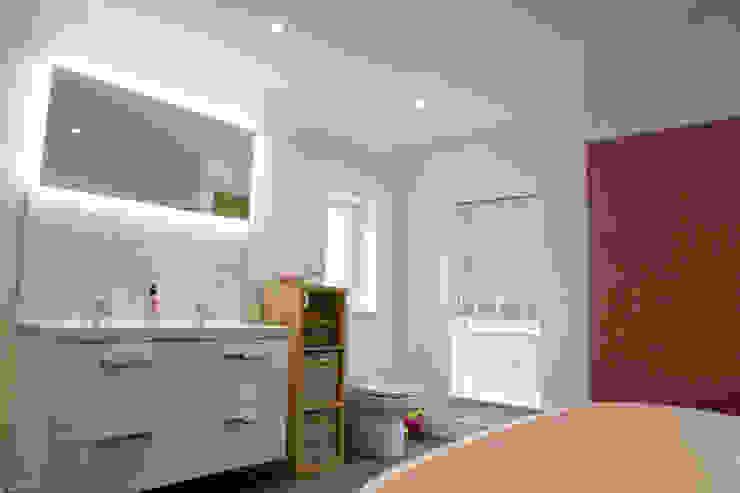Bathroom Kamar Mandi Gaya Country Oleh dwell design Country