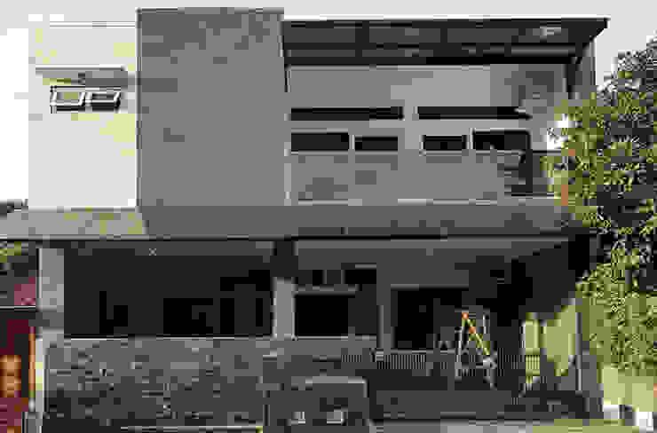 Renovasi rumah di Cluster Panorama Pamoyanan Hijau :modern  oleh CV.Emasna Propertindo Sentosa, Modern