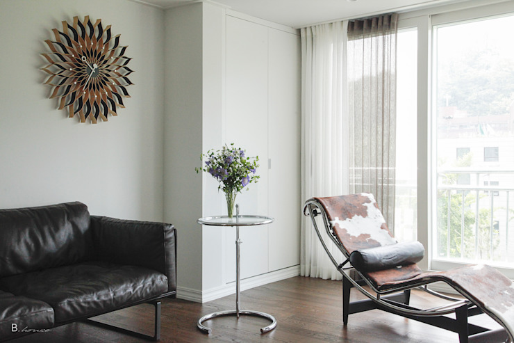 Calm & contemporary 모던스타일 거실 by B house 비하우스 모던