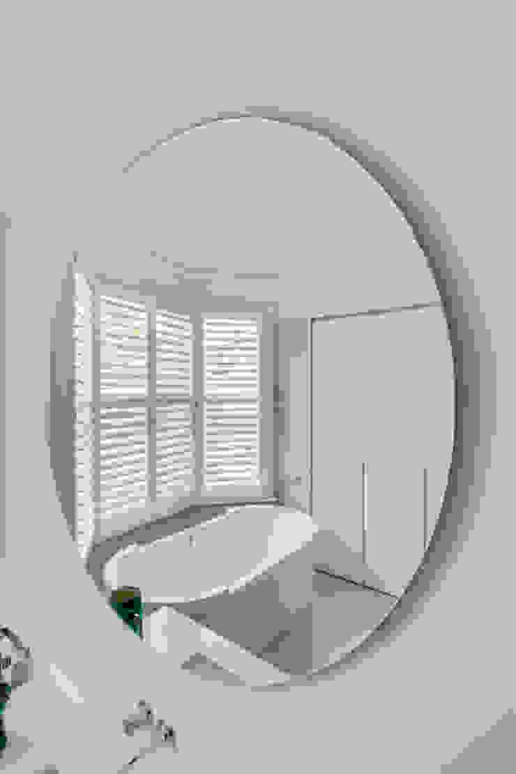 Bathroom Beauty Next to The Home of Fulham Football Plantation Shutters Ltd Kamar Mandi Modern Kayu White