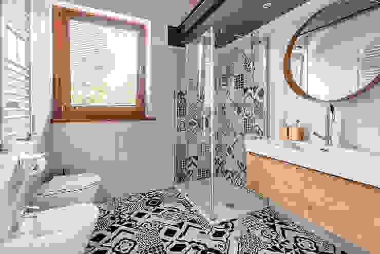 Scandinavian style bathroom by Facile Ristrutturare Scandinavian