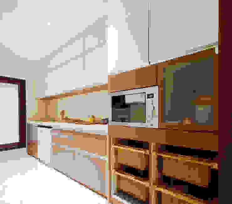 Residential apartment, Santacruz Modern kitchen by Urbane Storey Modern