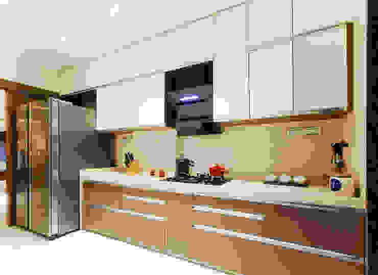 Modern Kitchen by Urbane Storey Modern