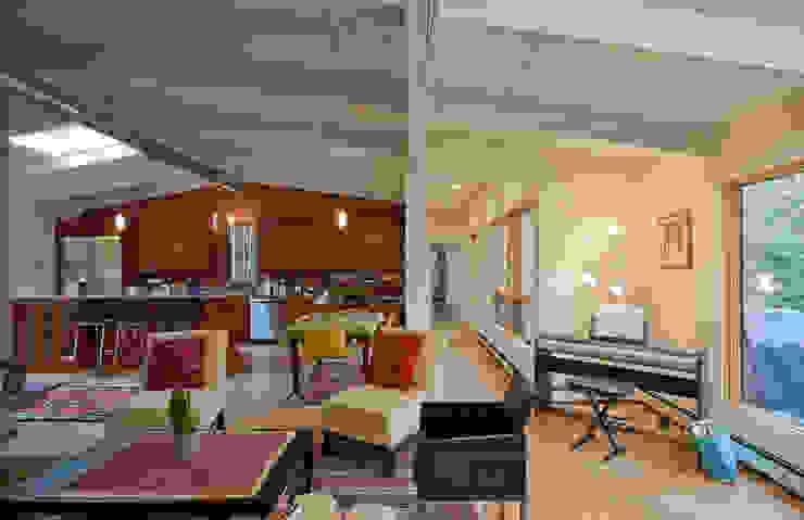 RT Studio, LLC Living room