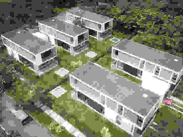 5 Casas en Miami Jardines de estilo minimalista de RRA Arquitectura Minimalista Madera Acabado en madera