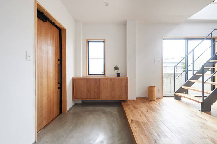 階段から集う家 ELD INTERIOR PRODUCTS オリジナルスタイルの 玄関&廊下&階段