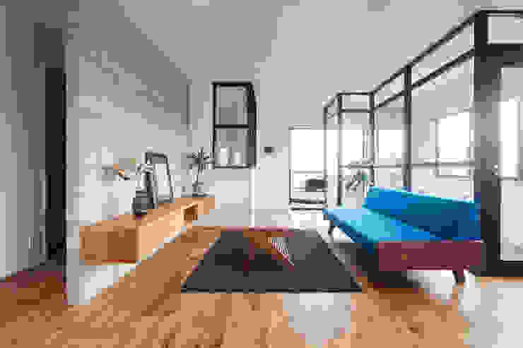 階段から集う家 ELD INTERIOR PRODUCTS オリジナルデザインの リビング