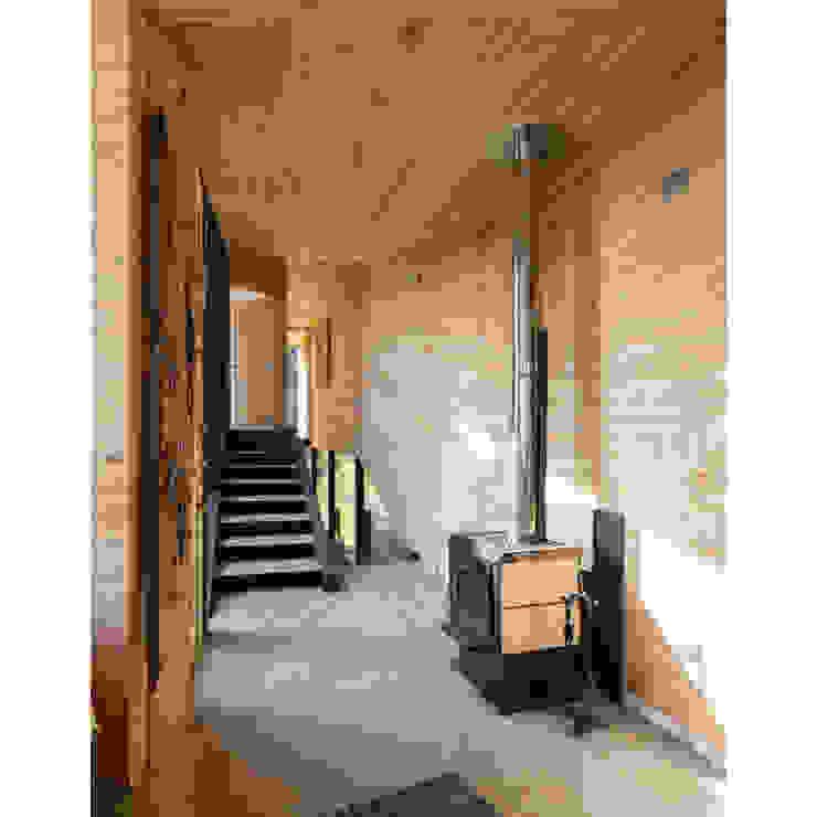 Casa Curaumilla Pasillos, vestíbulos y escaleras modernos de Crescente Böhme Arquitectos Moderno Madera Acabado en madera