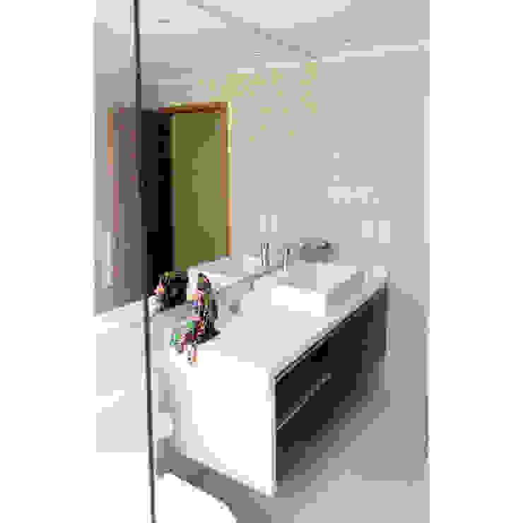 Reconstrucción de baño, Lo Recabarren Baños de estilo moderno de Crescente Böhme Arquitectos Moderno Cerámico