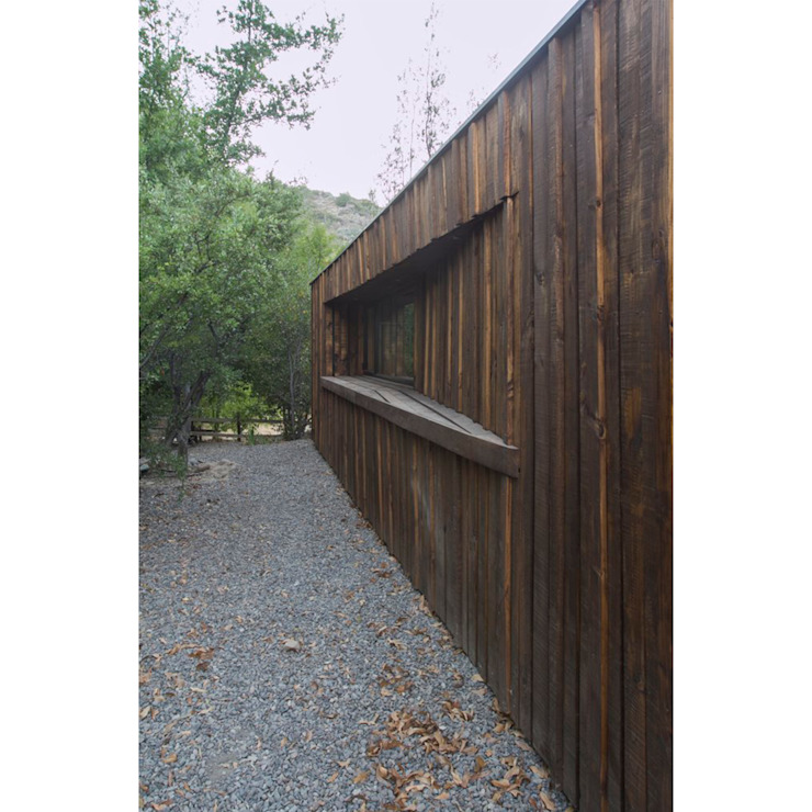 Casa envuelta en madera de Crescente Böhme Arquitectos Rústico Madera Acabado en madera