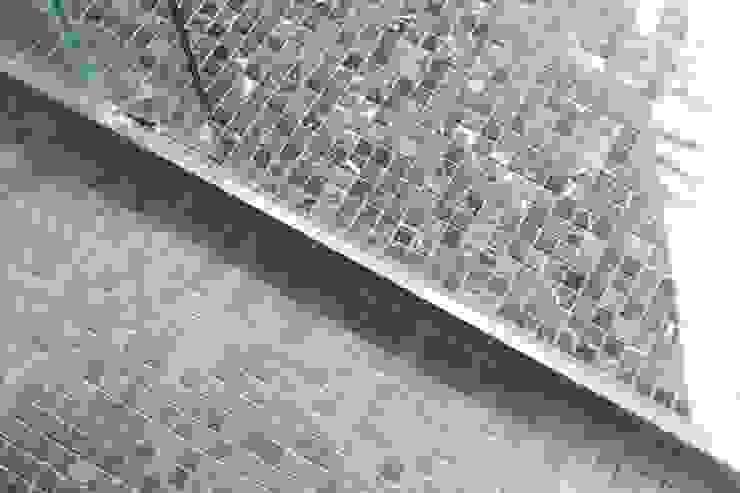 Departamento Las Hortencias Baños de estilo moderno de Crescente Böhme Arquitectos Moderno Cerámico