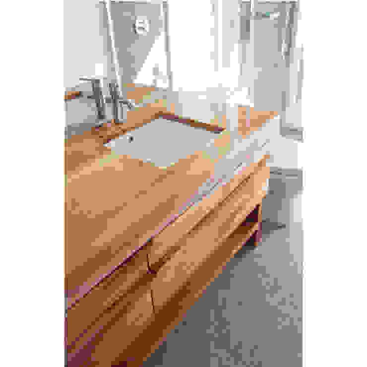 Departamento Las Hortencias Baños de estilo moderno de Crescente Böhme Arquitectos Moderno Madera Acabado en madera