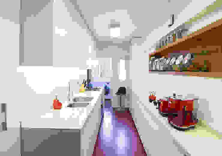 Cocina Luz de Crescente Böhme Arquitectos Moderno Concreto