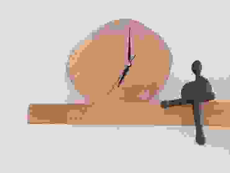por Erim Mobilya Rústico Madeira Acabamento em madeira
