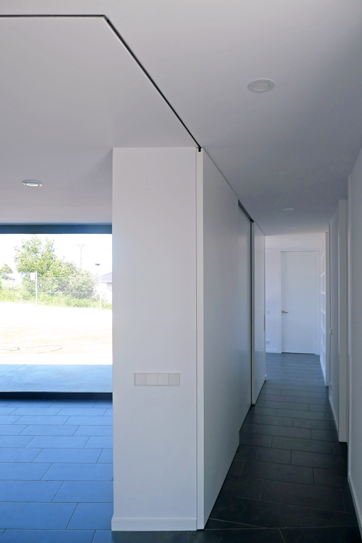 AD+ arquitectura Modern Corridor, Hallway and Staircase MDF White