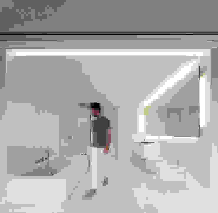 FRAN SILVESTRE ARQUITECTOS Śródziemnomorska łazienka