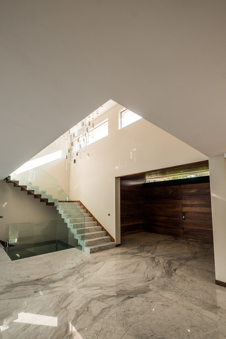 Modern Corridor, Hallway and Staircase by 2M Arquitectura Modern