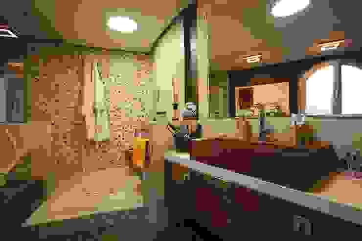 Studio Ferlenda Mediterranean style bathrooms