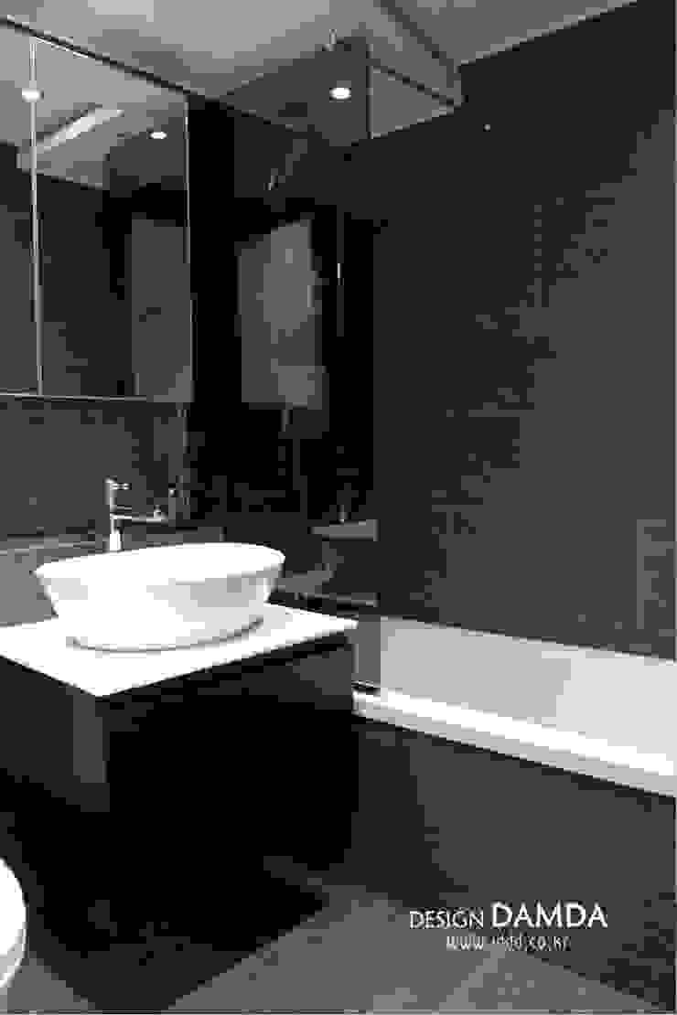 강남구 압구정동 현대아파트 48평 모던스타일 욕실 by 디자인담다 모던